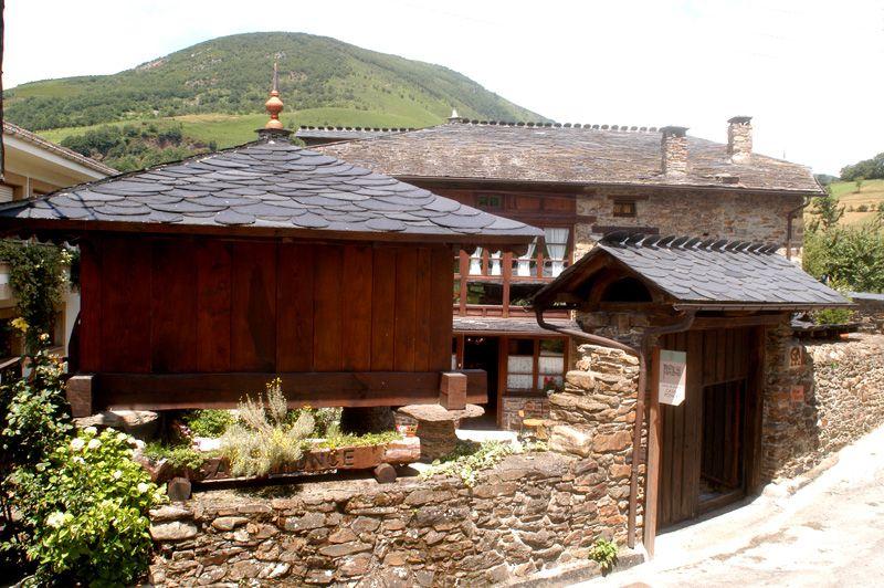 Turismo rural en espa a asetur for Tejados de madera rusticos